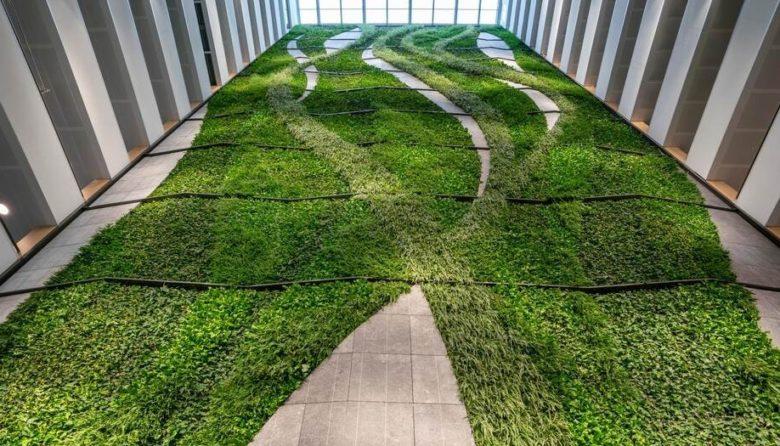EMA, European Medicines Agency, groene wand, vertikale tuin, natuursteen, maatwerk, aanleg, realisatie, europa, belgisch hardsteen, CNC, 3D, BIM, productie