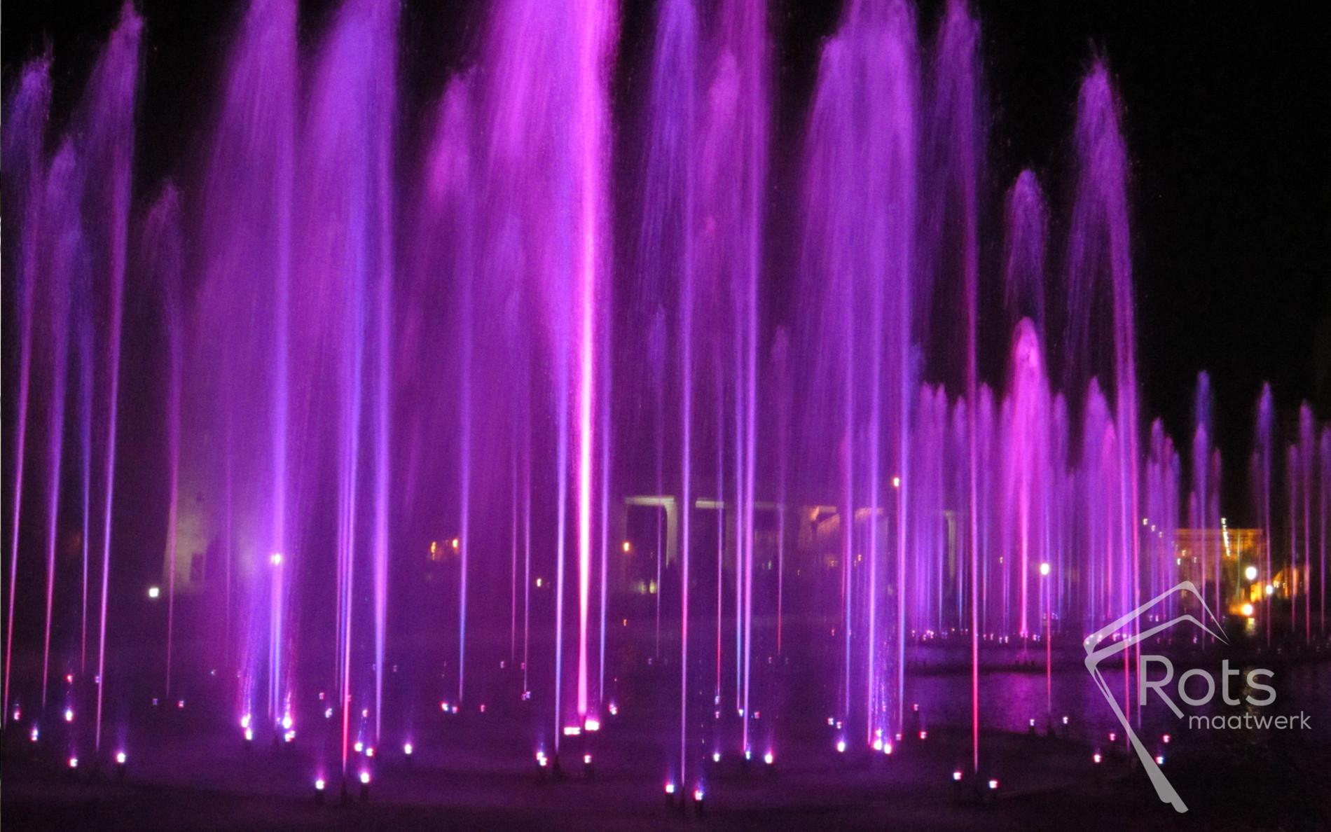 fonteinenshow, show, fontein, fonteinen, muziek, muzikaal, programmeren, geprogrammeerd, rusland, pompen, spuiters, shooters, effecten, effect, aanlichten, verlichten, water, waterkwaliteit, song, fountains, fountain, liedje, indruk, bijzonder