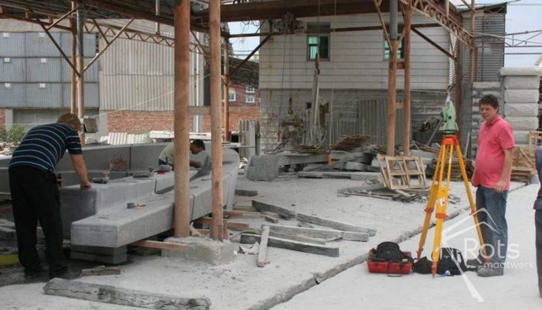 vikingschip oost souburg natuursteen maatwerk kunst kunstwerk graniet hardsteen openbare ruimte rots hoogstraten 2 (3)