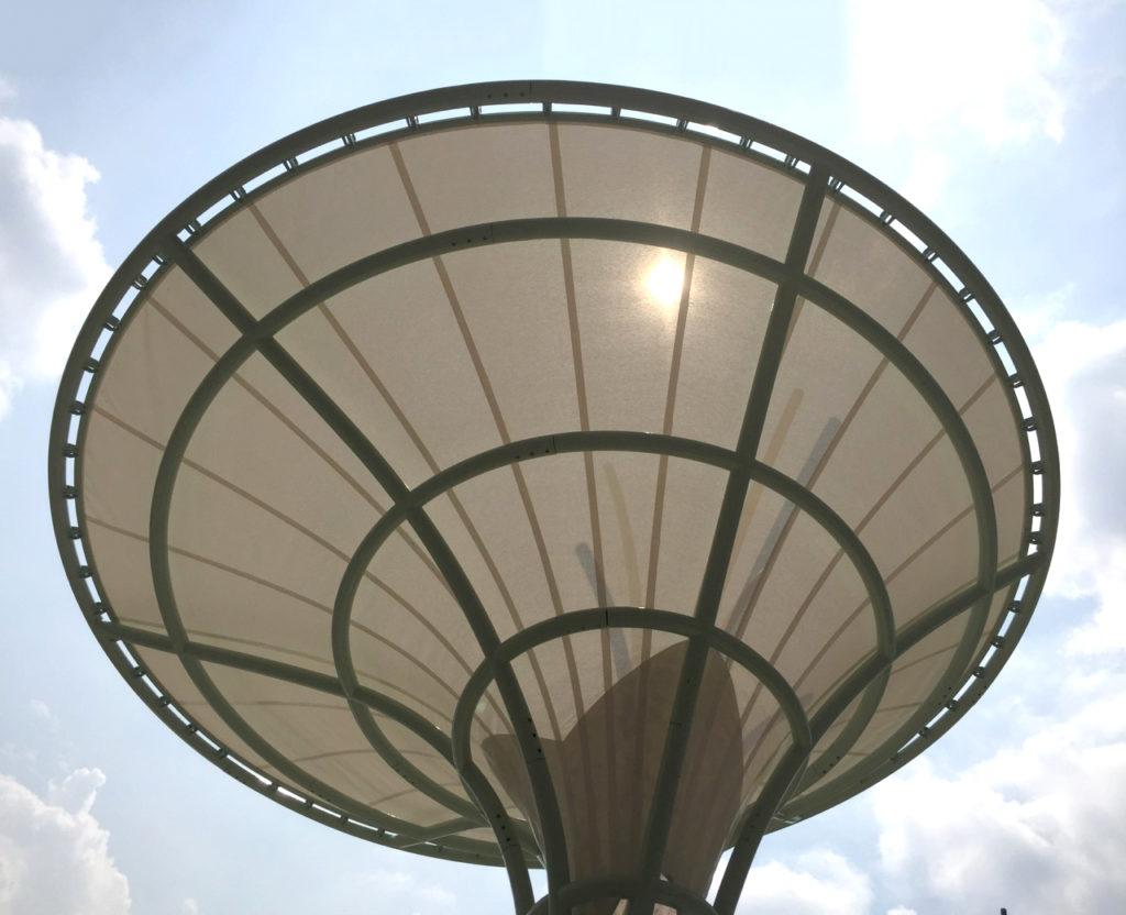 Carve, singapore, schaduw, bomen, schaduwbomen, staal, rvs, poedercoating, doek, textiel, membraan, membranen, gespannen, 3D, radiussen, fontein, fonteinen, zwembad,